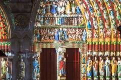 Le grand portail reprend souffle et vie avec la couleur