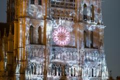 Lors de la restauration de la cathédrale en 1992, le nettoyage au laser fait apparaître la polychromie des statuts.
